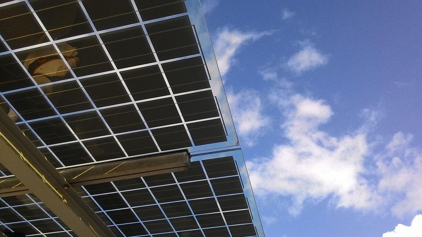 choisir entre location et achat panneaux solaires