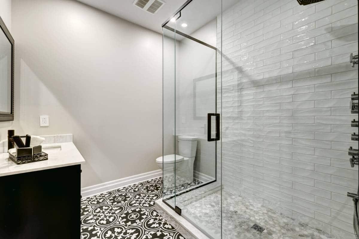 Parois de douche : comment lutter contre le calcaire ?